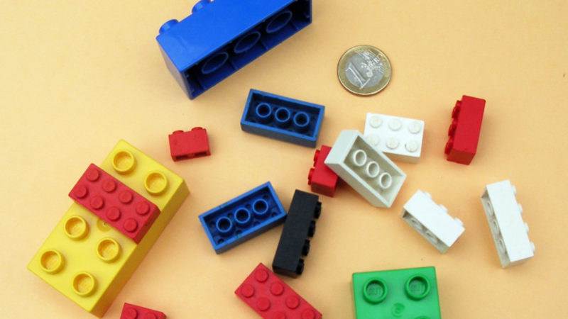 LEGO or Mega Bloks/Mega Construx? The Age-old Question Analyzed